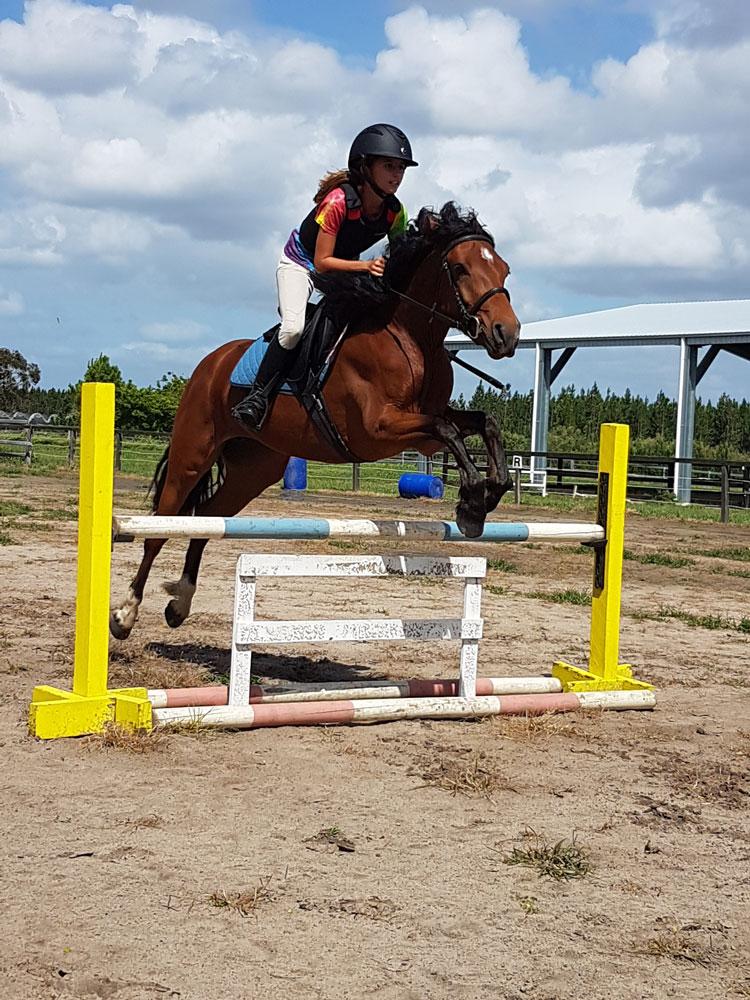 dating Equestrian singleä rento dating tieto Visa